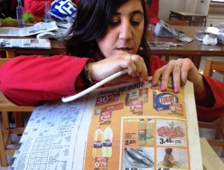 Bolsa de papel hecha a mano por personas con discapacidad intelectual