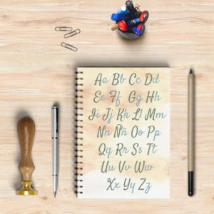 Libreta con el diseño de un bonito abecedario para repasar las letras