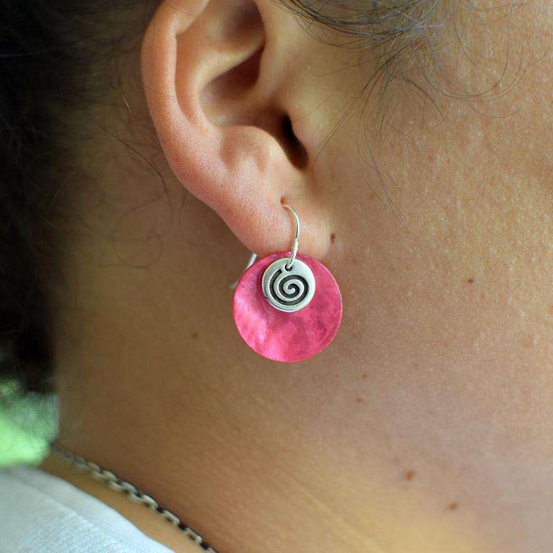 Pendiente celta: espiral, trisquel. Regalo solidario.